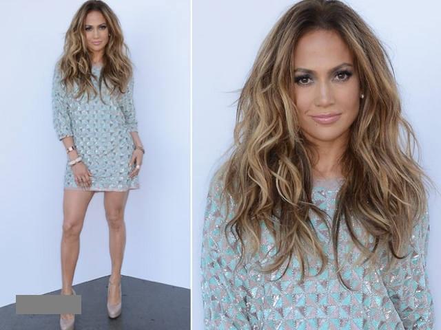 Jennifer Lopez, sexy intr-o rochie creata de un designer din Romania 1