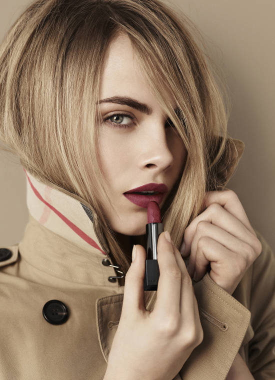 Burberry-Beauty-Lip-Velvet-Cara-Delevingne