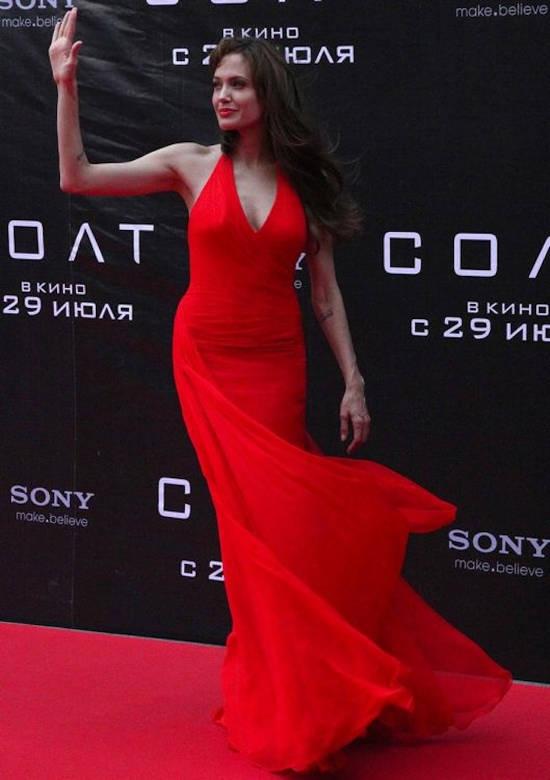 """Premiera din Moscova a peliculei """"Salt"""" (iulie 2010) – rochie Atelier Versace"""