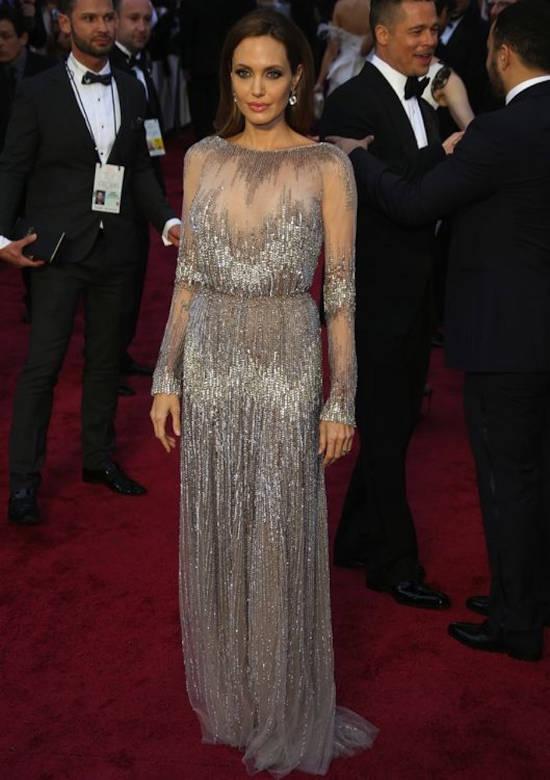 Premiile Oscar (martie 2014) – rochie Elie Saab Couture si pantofi Salvatore Ferragamo