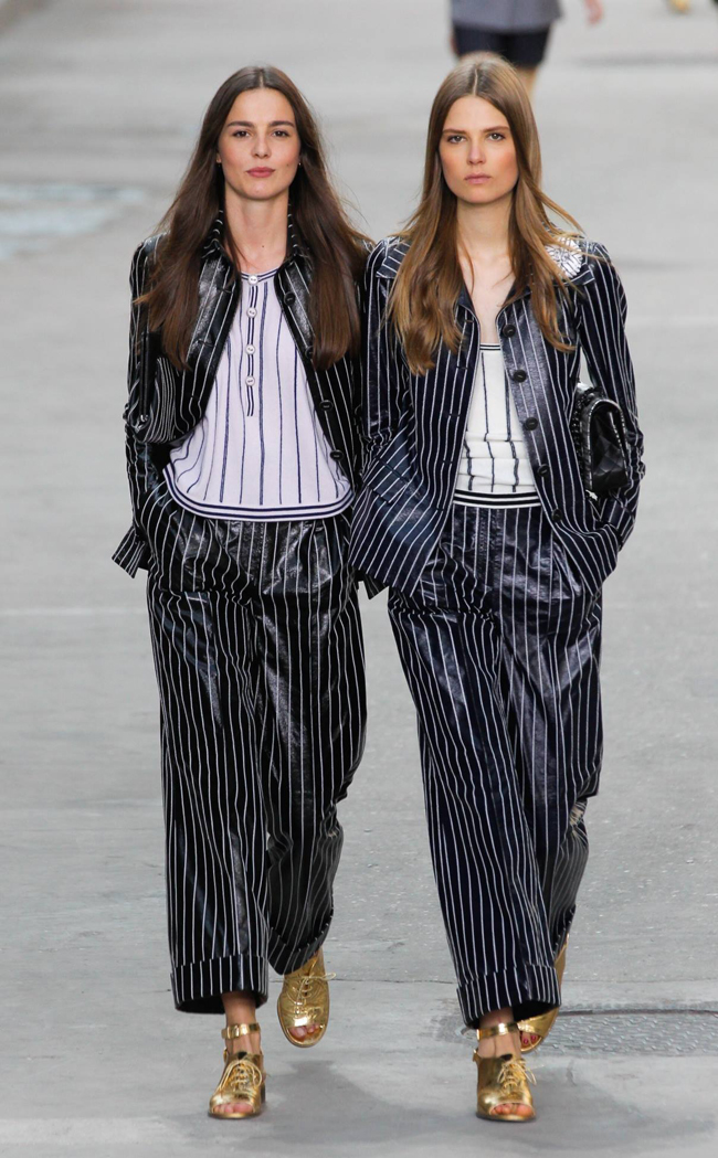 Chanel a transformat podiumul intr-un bulevard parizian 3