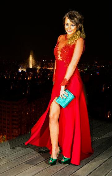 Rochie rosie din triplu voal de la www.talis.ro