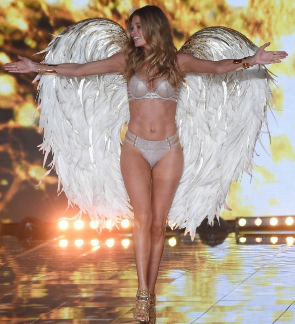 I Doutzen Kroes at the Victoria's Secret Fashion Show