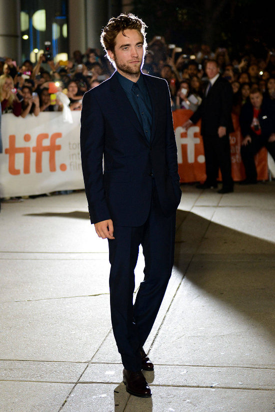 Robert Pattinson – Toronto Film Festival, premiera filmului Maps to the Stars (costum Gucci)