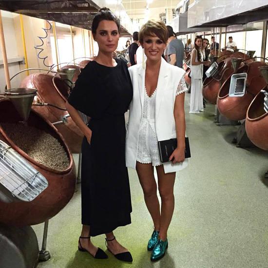 Catrinel Menghia, alaturi de fashion bloggerul roman Carmen Negoita, la Feeric Fashion Days (Sibiu), dupa prezentarea colectiei Catherinelle