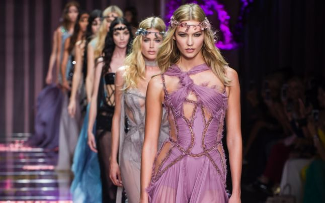 Prezentarea colecţiei Atelier Versace, în cadrul Săptămânii Modei Haute Couture de la Paris