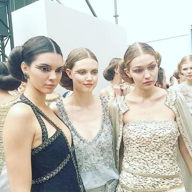 Gigi Hadid si Kendall Jenner s-au numarat printre modelele care au defilat.